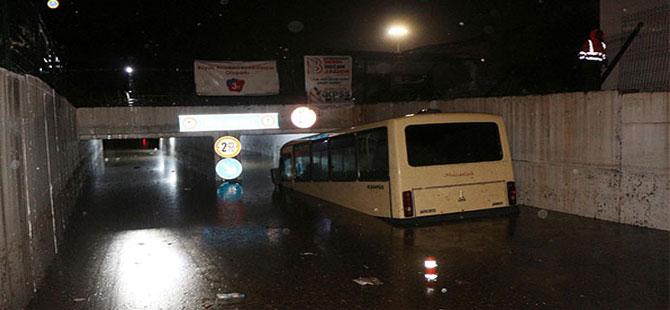 Kırıkkale'de etkili olan sağanak yağış hayatı olumsuz etkiledi