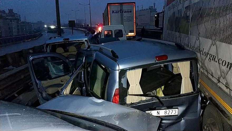 Samsun'da 12 aracın karıştığı zincirleme trafik kazasında 15 kişi yaralandı