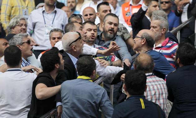 Fenerbahçe Olağan Seçimli Genel Kurulu'nda gerginlik