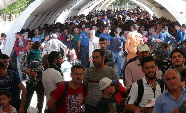 Suriyelilerin, ülkelerine gidişleri sürüyor