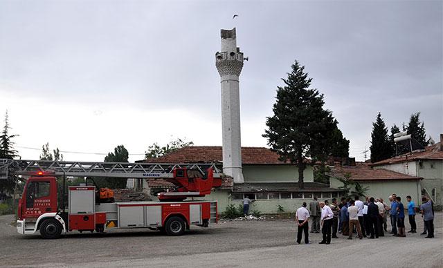 Ankara'da camiye yıldırım düştü, minaresi yıkıldı