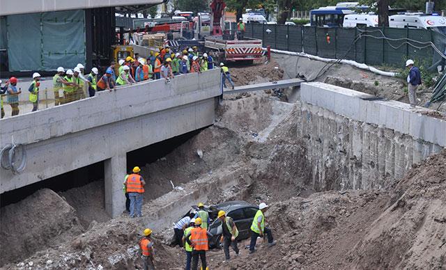 Otomobil rezidans inşaatı temeline uçtu; yaralılar vinçle çıkarıldı