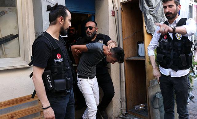 Beyoğlu'nda polis operasyonunda hareketli anlar: 10 gözaltı