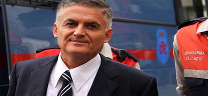 Ahmet Zeki Üçok'a 10 ay hapis!