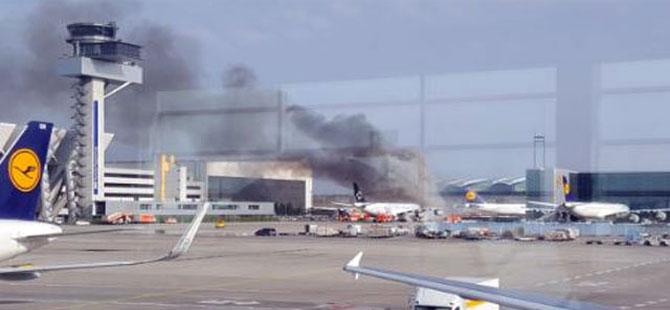 Frankfurt Havalimanı'nda uçakta yangın çıktı