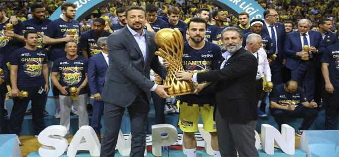 Fenerbahçe taraftarından TBF Başkanı Hidayet Türkoğlu'na büyük tepki!