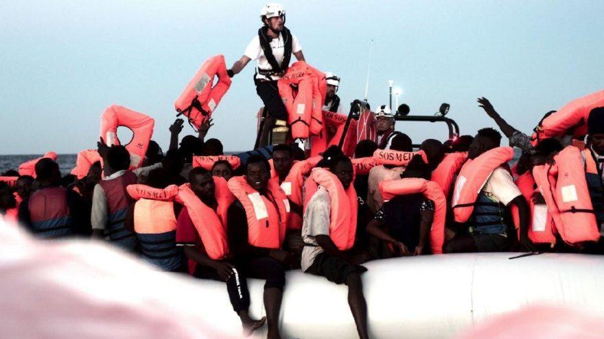 İtalya ve Malta 629 mülteciyi Akdeniz'de bıraktı