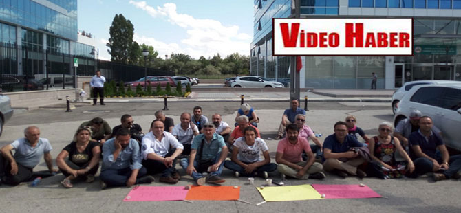 CHP PM üyesi Yalçınkaya'dan, Genel Merkez önünde 'Kılıçdaroğlu istifa' eylemi!