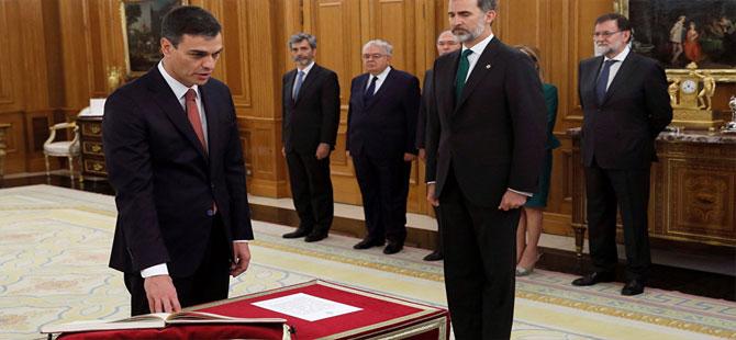 İspanya'da ilk kez İncil ve haçsız tören!