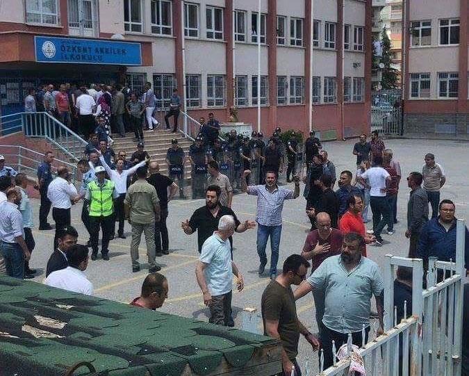 Sincan'da okul bahçesinde çirkin saldırı