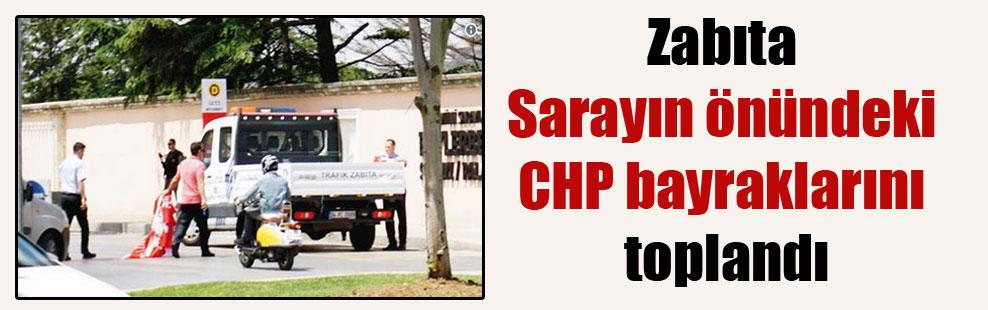 Zabıta Sarayın önündeki CHP bayraklarını toplandı
