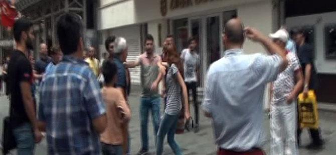 İstiklal Caddesi'nde turistlerin tekme tokat kavgası