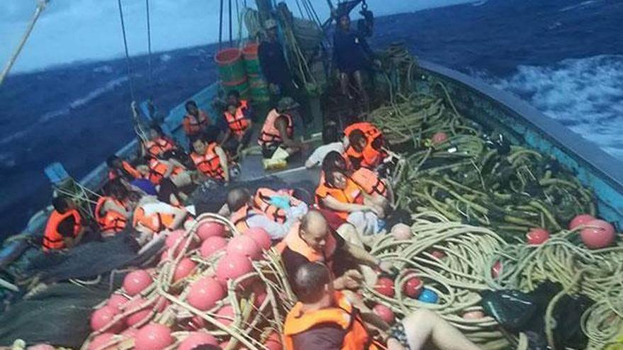Tatil cennetinde panik: İki tekne çarpıştı onlarca kişi kayıp