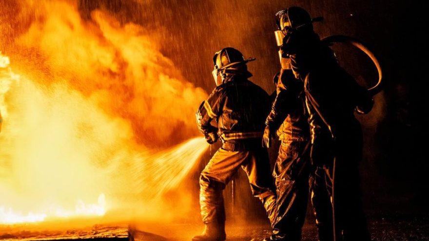 Eminönü'nde iş hanında yangın