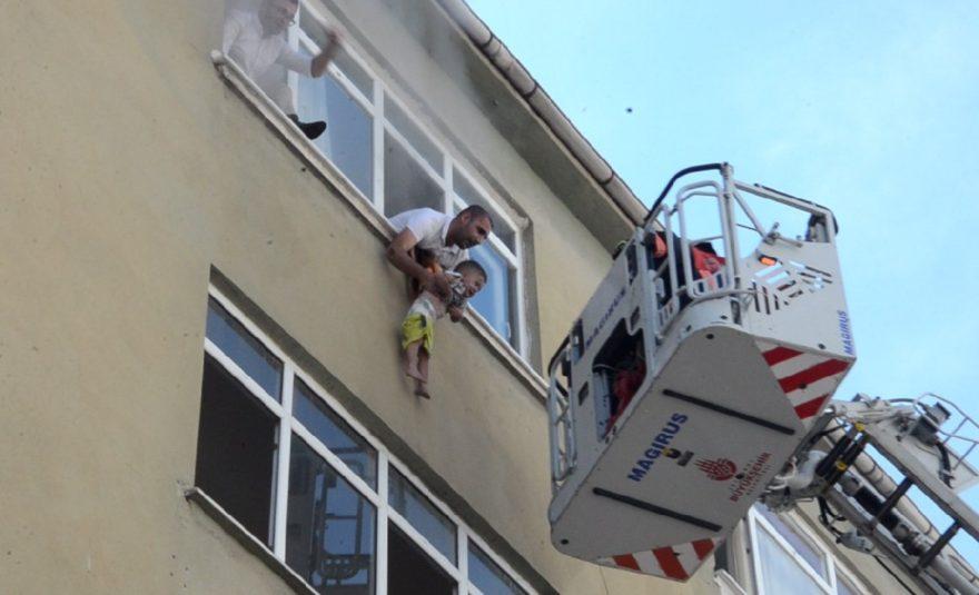 Silivri'de bir evde çıkan yangın büyük korku yaşattı