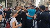 Polis, HDP ve CHP'li vekillere saldırdı