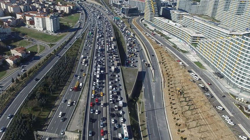 Mahmutbey gişelerinde bayram trafiği