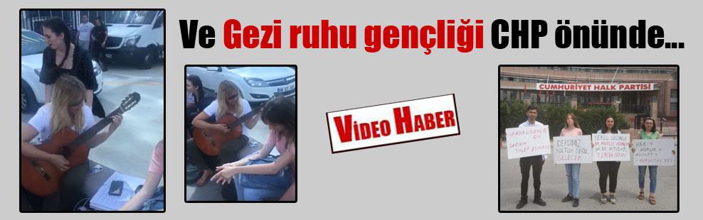 Ve Gezi ruhu gençliği CHP önünde…