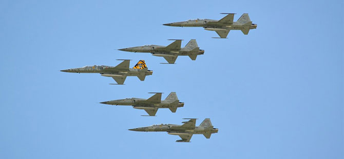 İran'da F-5 savaş uçağı düştü: Pilot öldü, yardımcı pilot hayatta