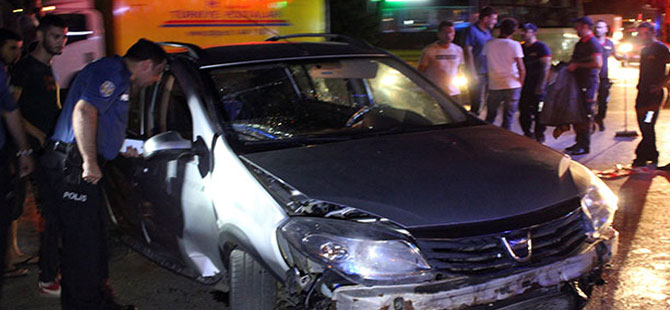 Kaldırıma çıkan otomobil takla attı: 2 yaralı