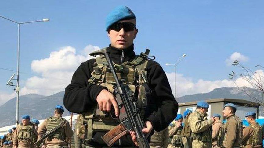 Sokak ortasında yaralı bulunan asker kurtarılamadı
