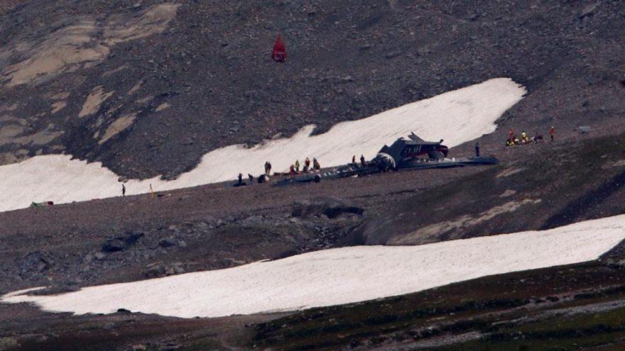 İsviçre'de uçak düştü: Çok sayıda ölü olmasından endişe ediliyor