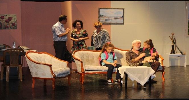 Kanserle Mücadele için tiyatro oyununda bir araya geldiler