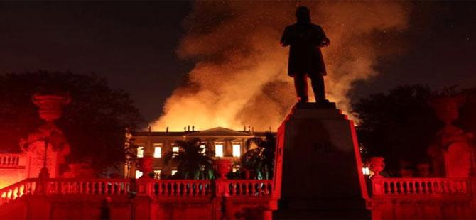Brezilya'da 200 yıllık müzede yangın çıktı