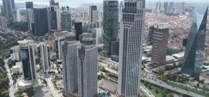 İstanbul'da İş Kuleleri önünde hareketli anlar!