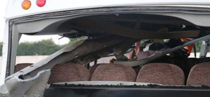 Kocaeli TEM'de servis midibüsü devrildi: 2 ölü 17 yaralı