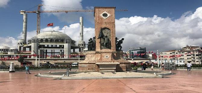 Taksim Cumhuriyet Anıtı'na büyük ayıp!