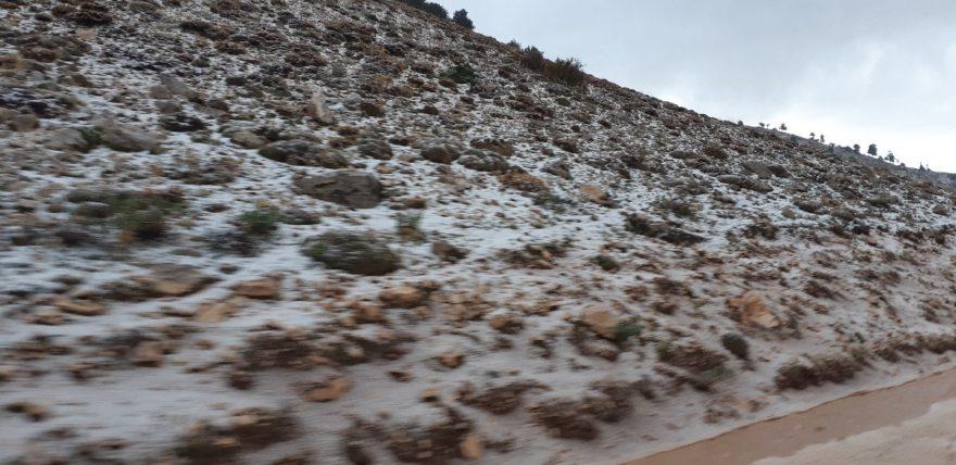 Antalya'da Ekim ayında kar ve dolu yağdı
