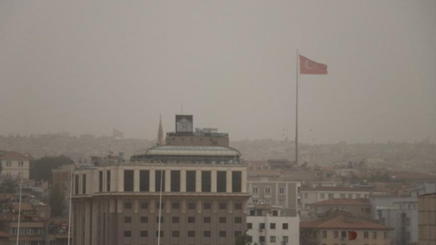 Gaziantep'e gündüz vakti karanlık çöktü