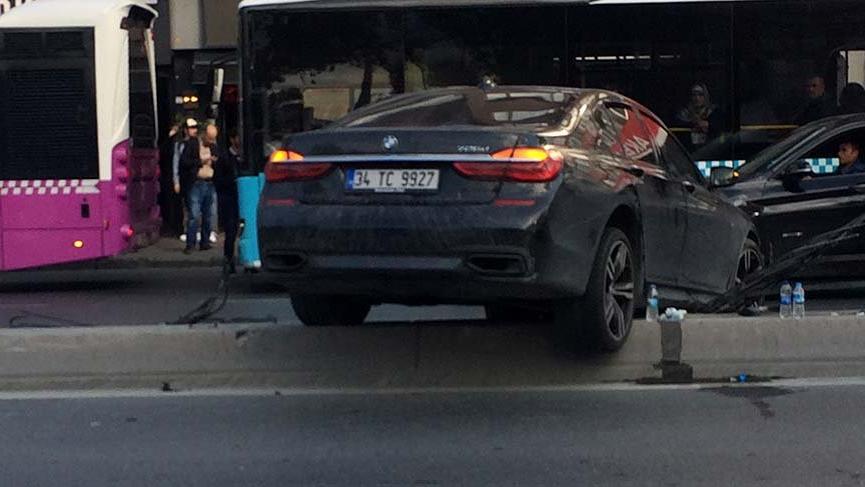 Beşiktaş'ta bariyerleri parçalayan lüks araç askıda kaldı!
