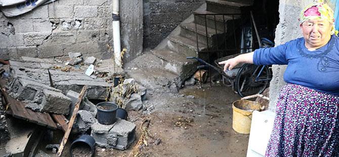 4 yaşındaki çocuk yıkılan bahçe duvarının altında kaldı