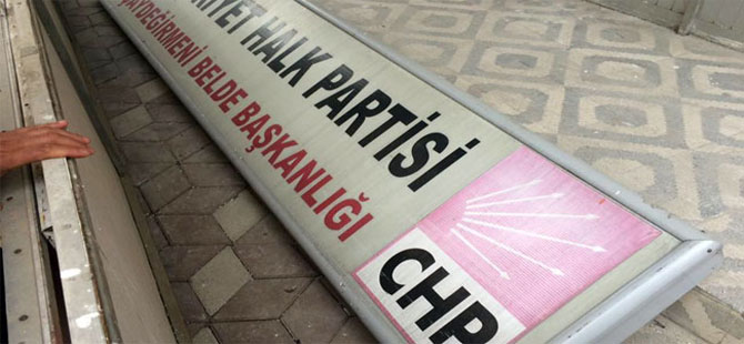 CHP'nin tabelası yerlerde!