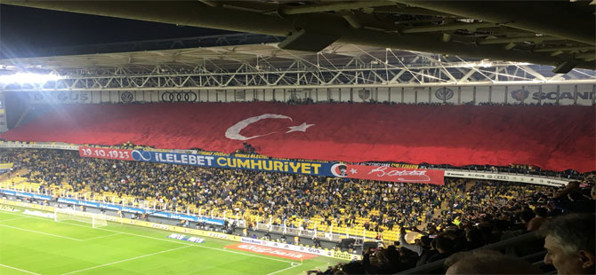 Fenerbahçe'den maça damga vuran Cumhuriyet mesajı