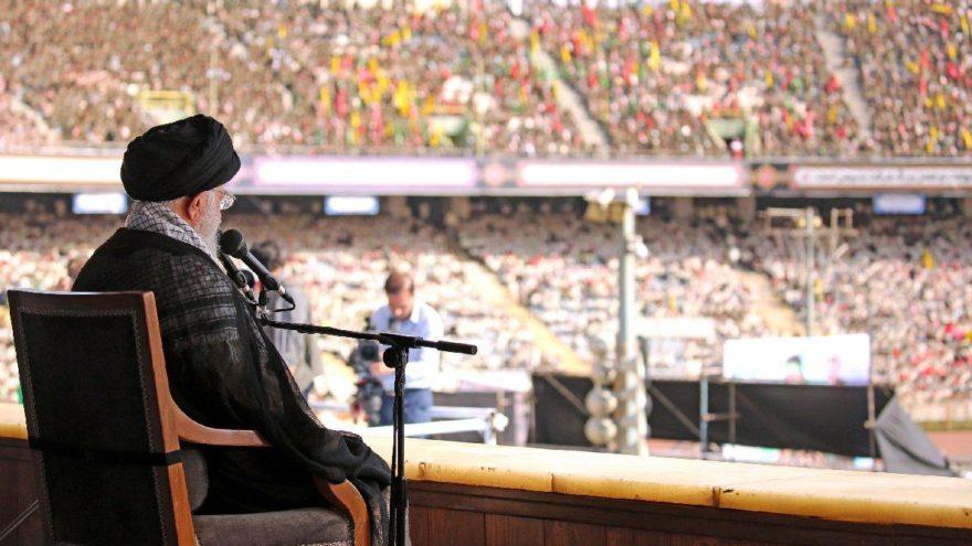 Hamaney'den stadyumda gövde gösterisi: ABD'ye tokat atmalı