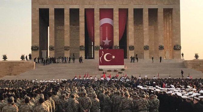 On binler Anıtkabir ve Dolmabahçe'de