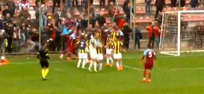 Trabzonspor Fenerbahçe U21 maçında kavga!