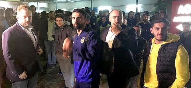 Fenerbahçeli futbolcular hastaneye akın etti