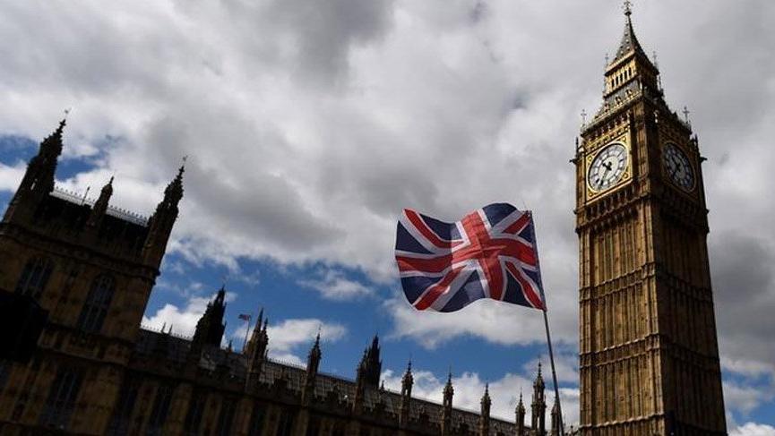 İngiltere, Türkiye'yi 10 gün otel karantinası uygulanan 'kırmızı liste'den yine çıkarmadı