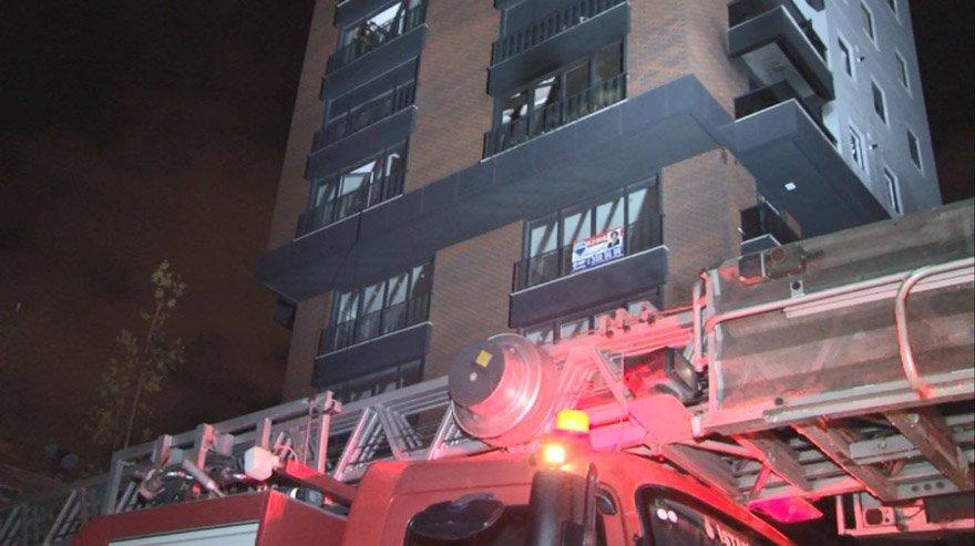 İstanbul Kadıköy'de 14 katlı apartmanda yangın!