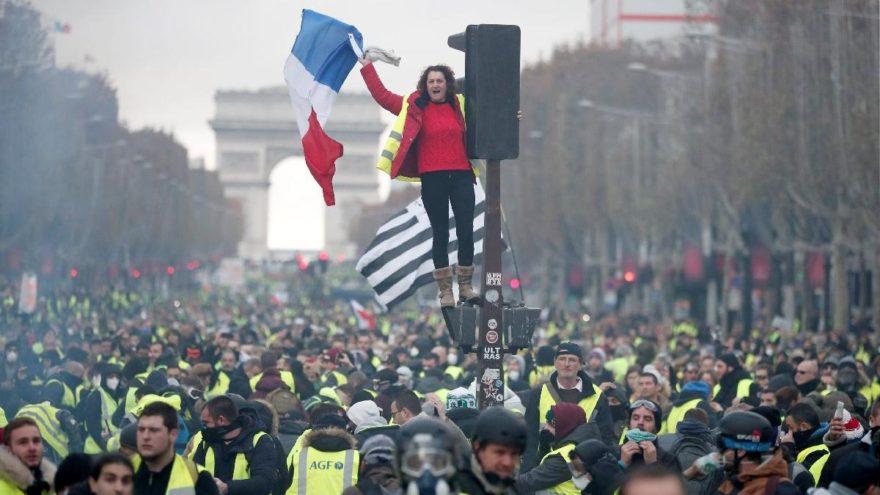 Paris'te tansiyon düşmüyor! Fransızlar zamlara karşı sokakta