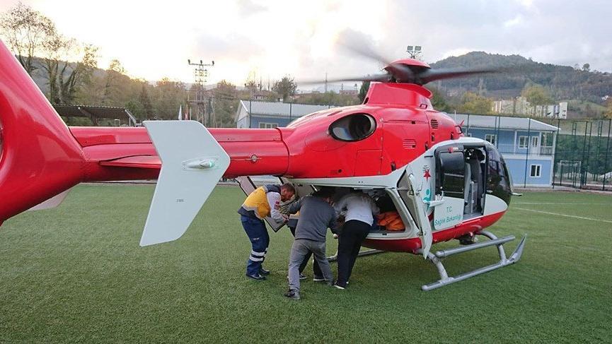 Kazada yaralanan çocuk ambulans helikopterle hastaneye nakledildi
