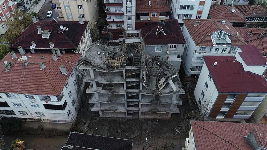 Tuzla'da inşaat halindeki binanın iki katı çöktü