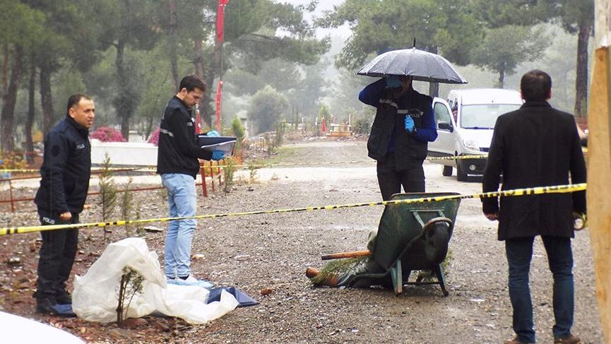 Gönüllü mezarcı el arabasının içinde ölü bulundu