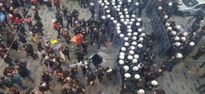 Taksim'de toplanan kadınlara biber gazlı müdahale!