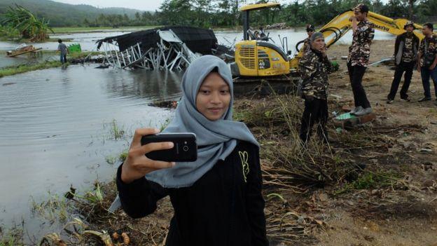 _104950089_selfie_02