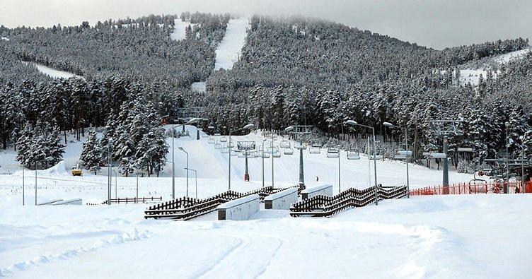 Kayak merkezinde mahsur kalan 80 kişi kurtarıldı